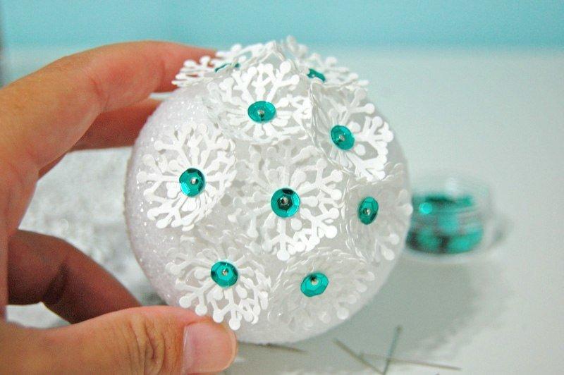 Сделать новогоднюю игрушку из пенопласта