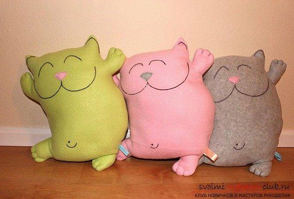 Выкройки игрушек-подушек позволят оживить интерьер и скрасить серые будни, поэтому время, которое вы потратите на их крой и шить