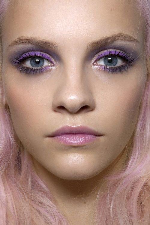 Фото макияжа с фиолетовыми и голубыми тенями