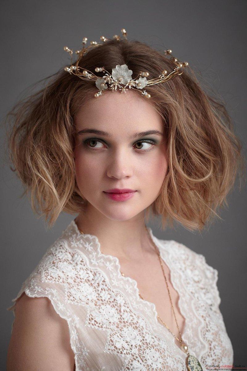 Прическа диадемой короткие волосы фото