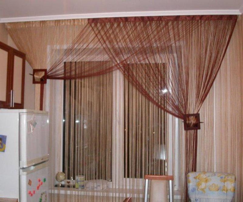 Интерьер с нитяными шторами фото