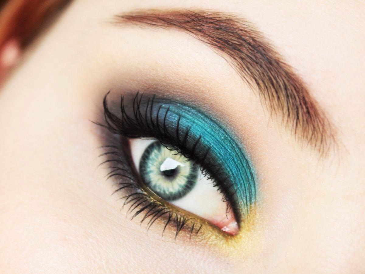 Как сделать глаза из зеленых голубыми
