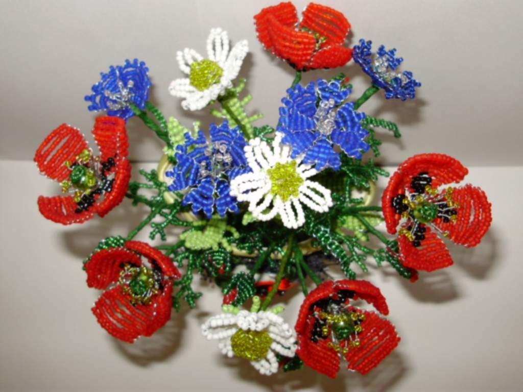 Показать поделки из бисера цветы 100