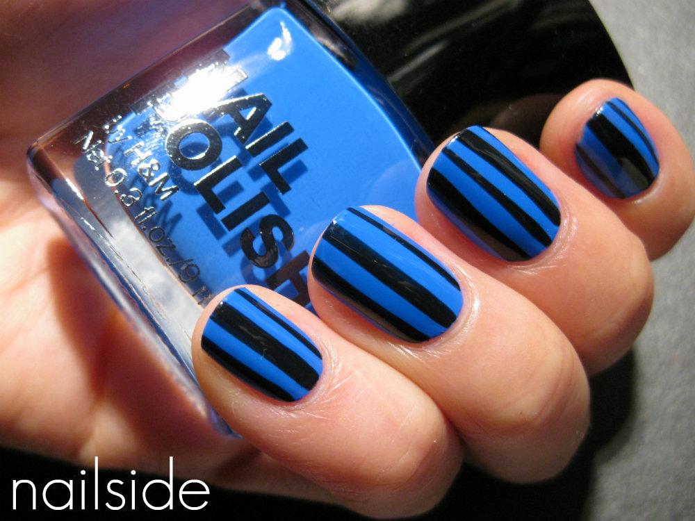 Маникюр синего цвета с черным