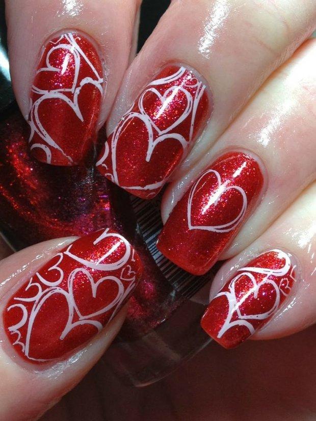 Красные ногти с сердечками