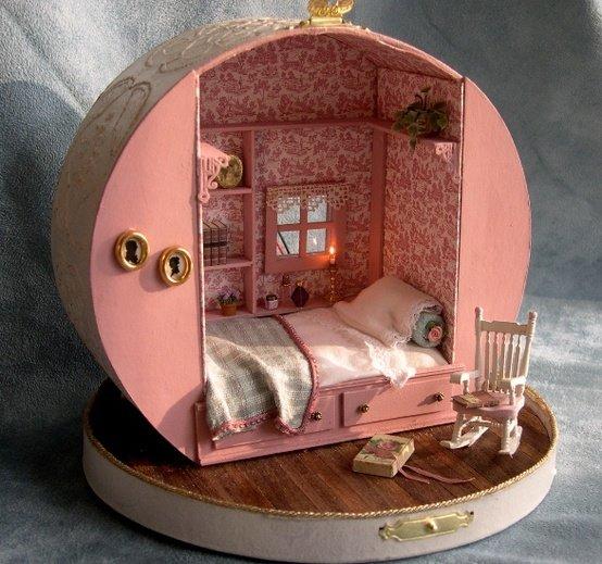 Как сделать домик для маленькой куколки 285