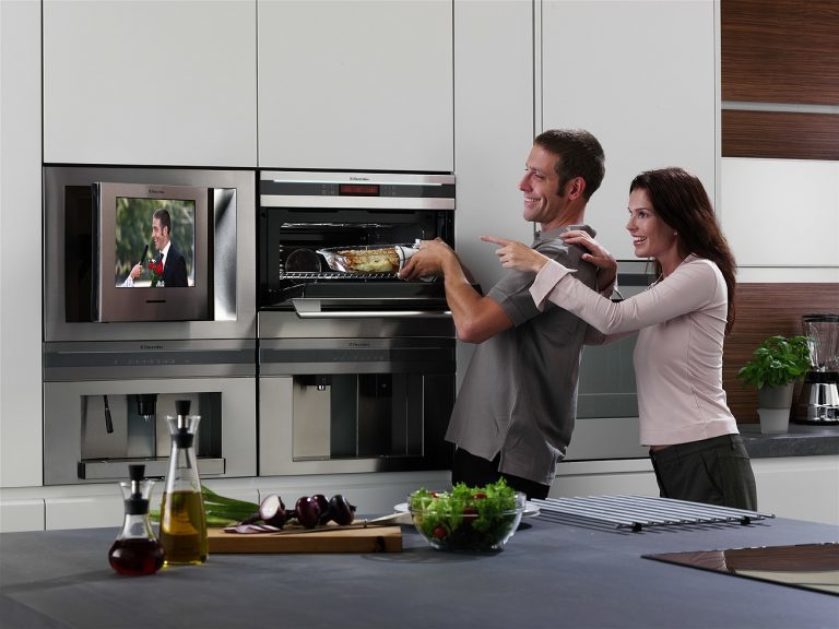 Идеи размещения телевизора на кухне фото