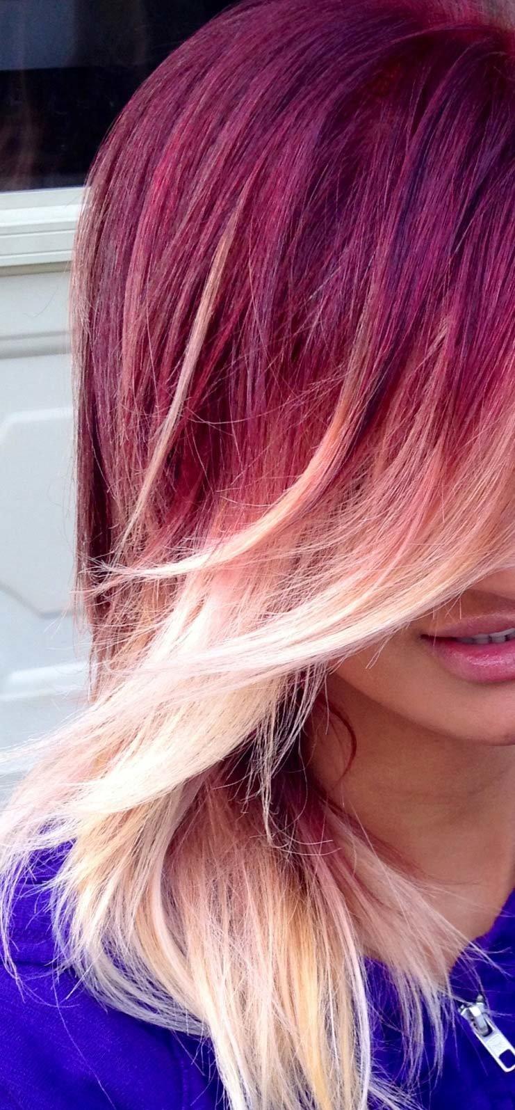 Розовые кончики волос на русых