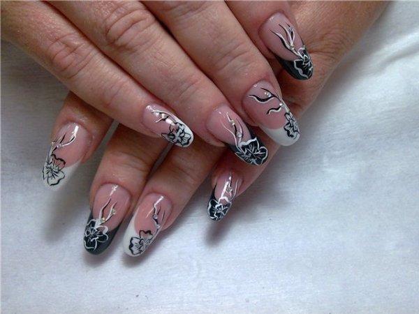 Ногти нарощенные черно белый френч