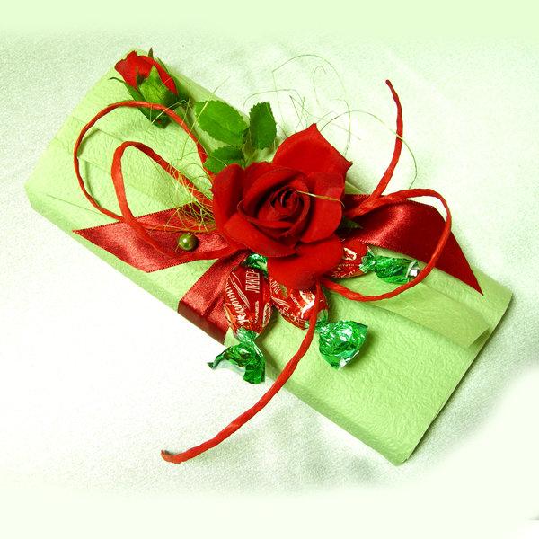 Как упаковать в подарок шоколадку своими руками 11