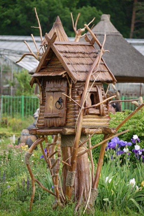Деревянные поделки для сада своими руками 10