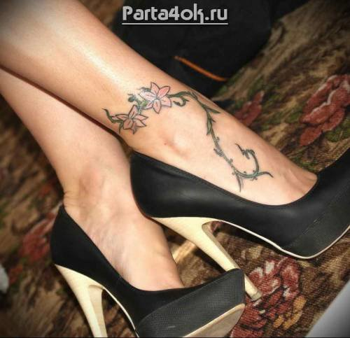 Красивые тату на женских ногах