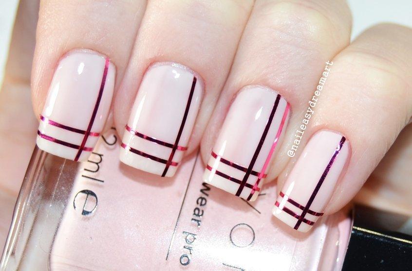 Рисунок на ногтях с ленточками