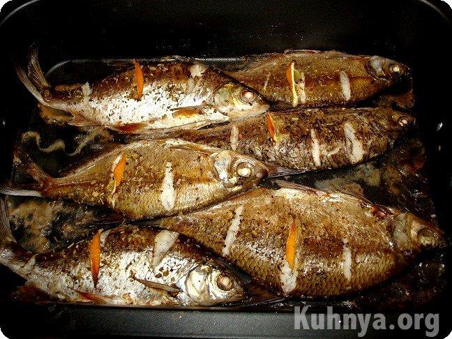 Как запечь речную рыбу в духовке в рукаве рецепт с