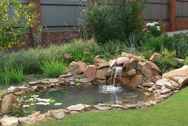 Узнайте, как обустроить водоем на даче своими руками. Подробные рекомендации по выбору места, созданию и благоустройству пруда.