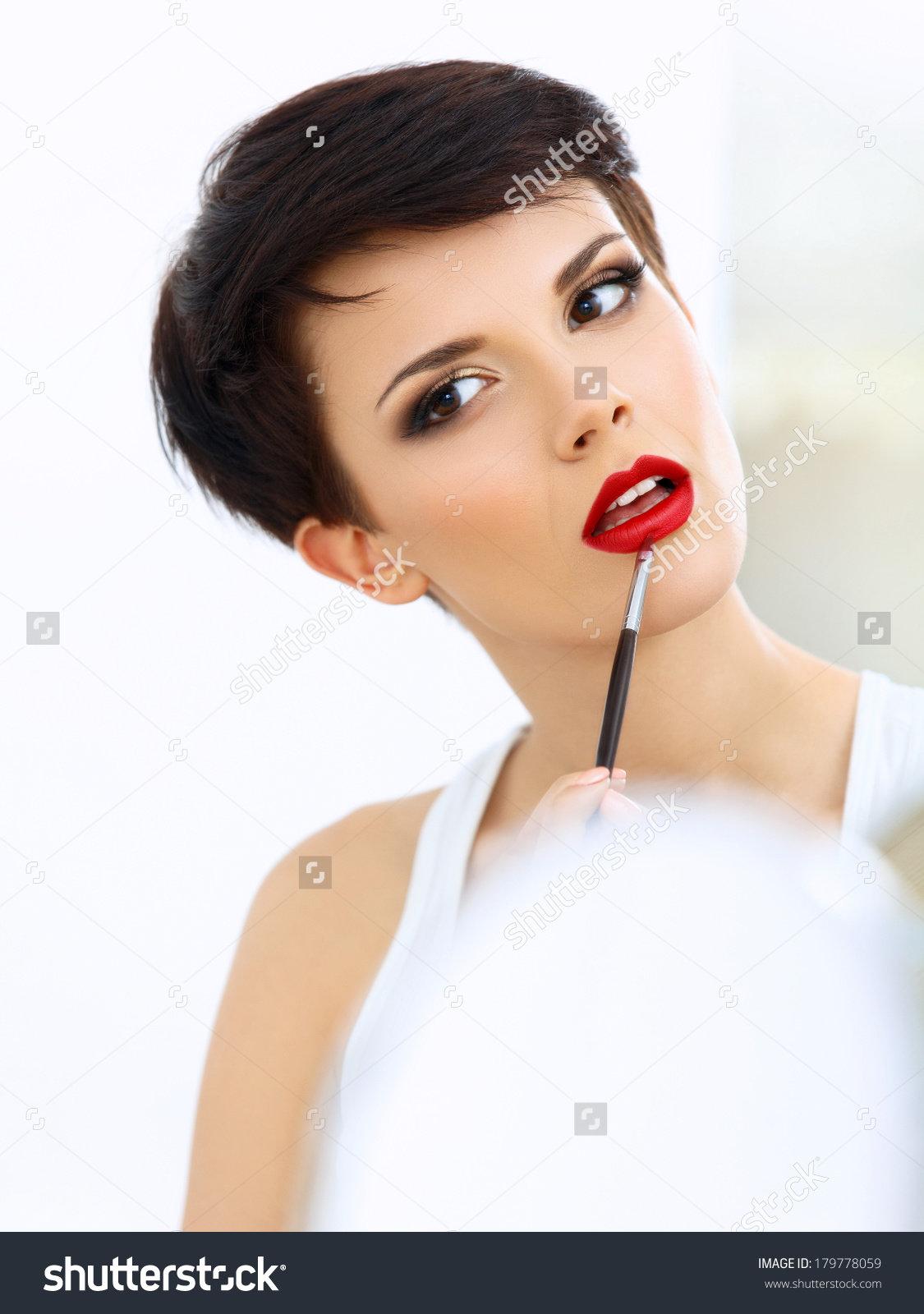 Макияж с акцентом на губы для брюнеток