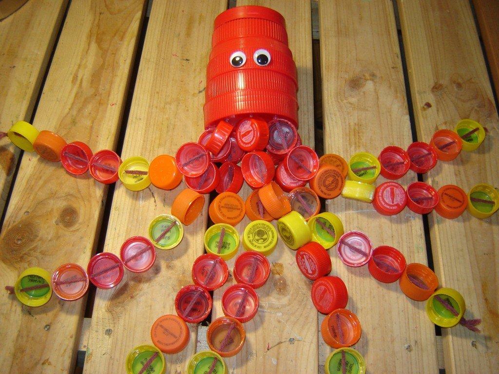 Игрушки с крышками пластиковых бутылок своими руками 31