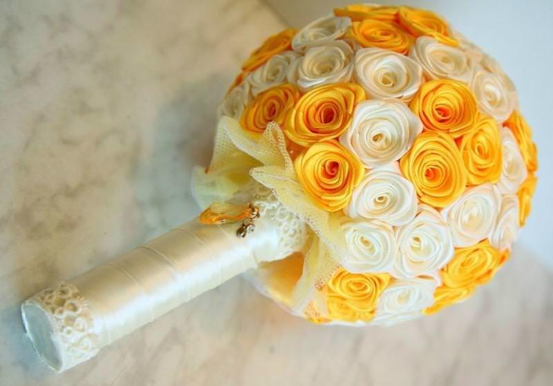 144Как сделать букет из атласных роз своими руками