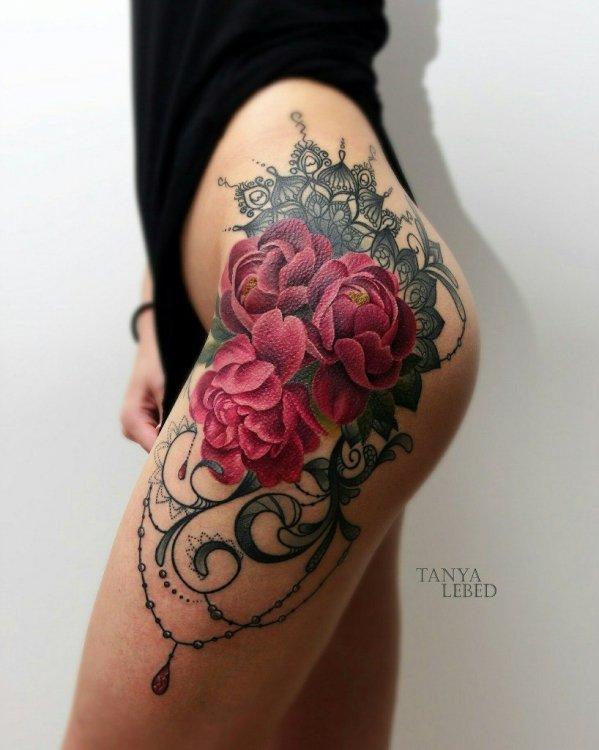 Эскиз роза тату на бедро для девушек