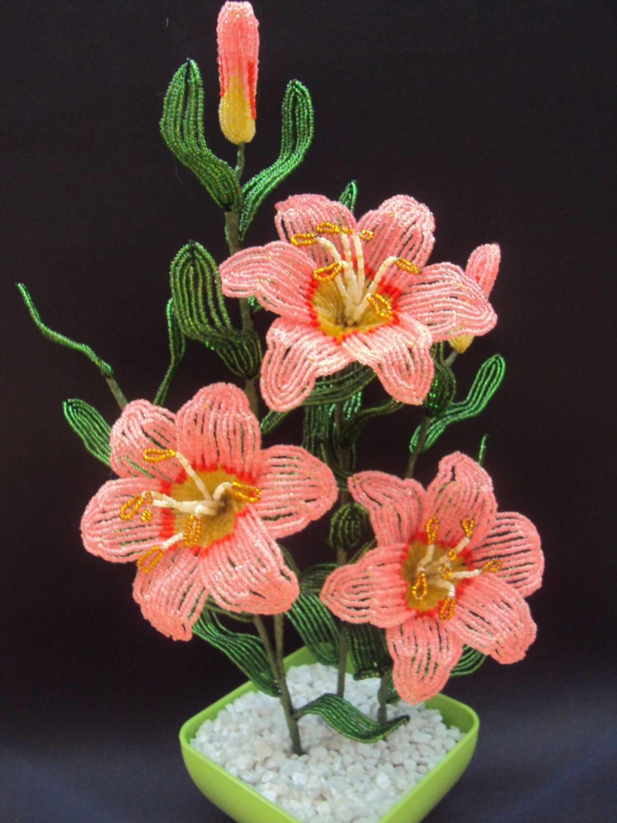 Цветы лилии из бисера