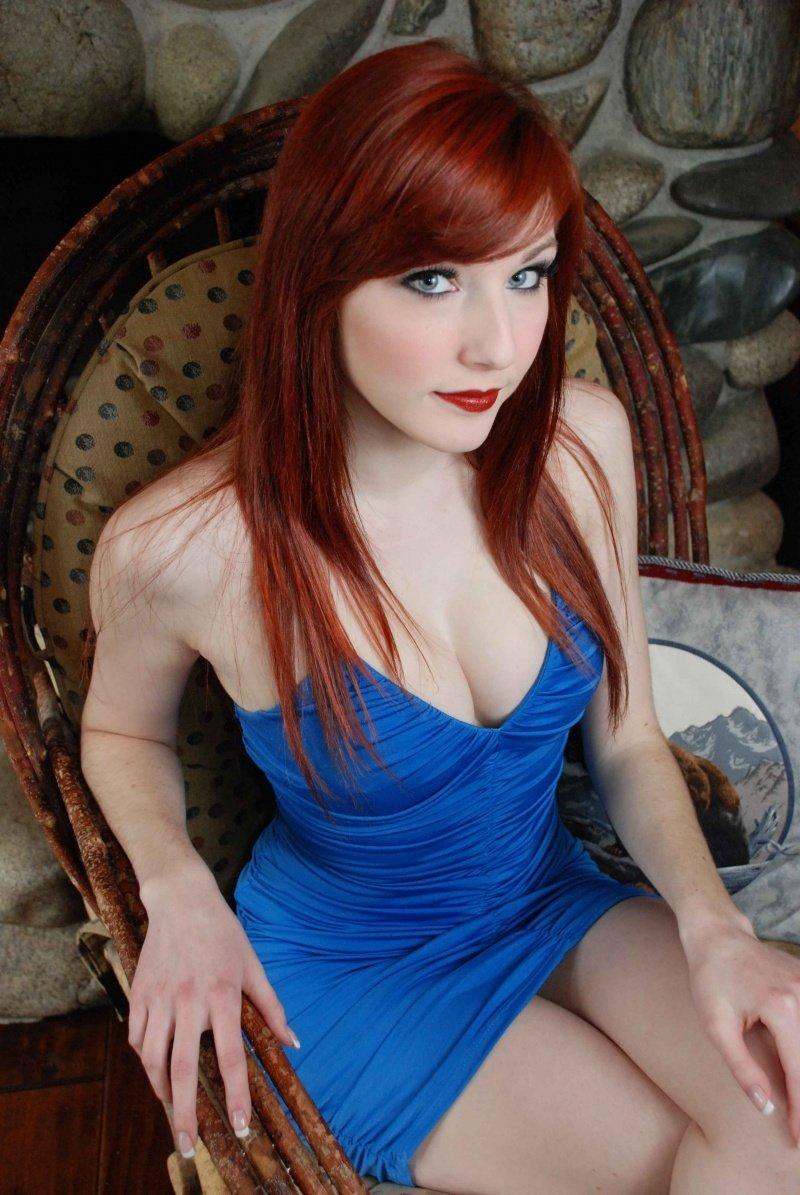 Cute redhead Kloe Kane lift her mini skirt to flash naked pussy and masturbate  1183785