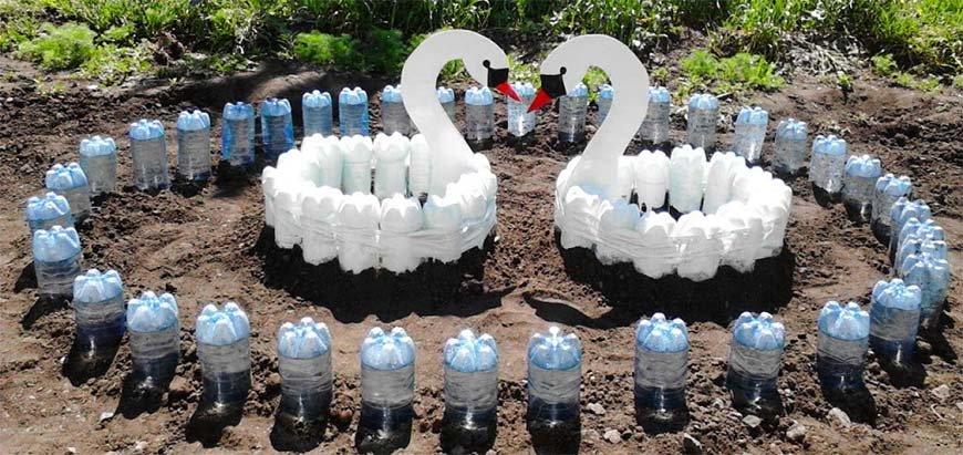 Украшаем свой двор из пластиковых бутылок своими руками 82