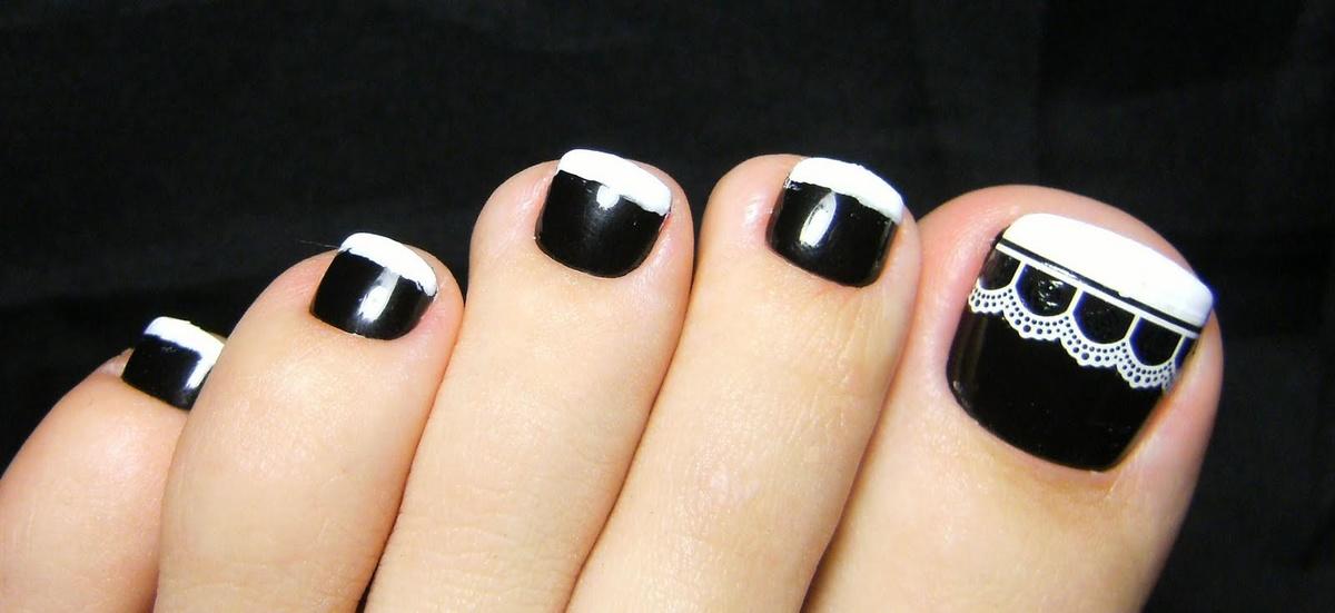 Черный дизайн на ногах