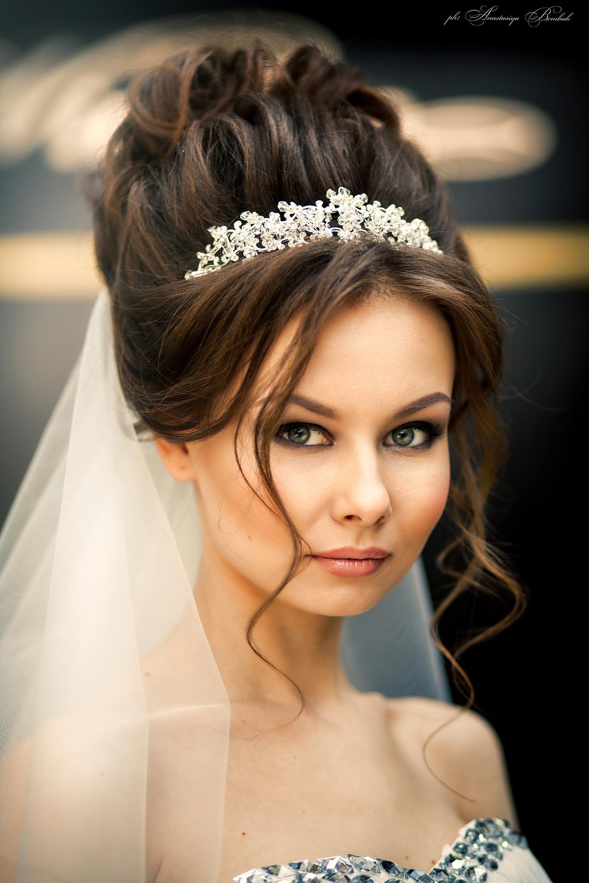 Красивые прически с диадемой свадебные