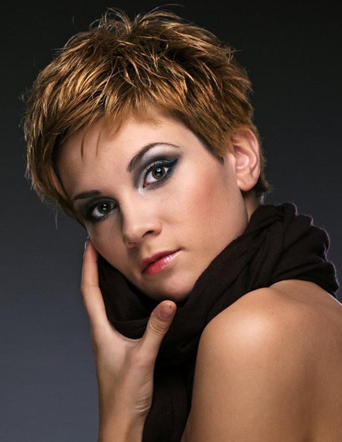 Прическа с мокрым эффектом на короткий волос фото