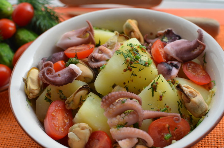 Салат с мидиями и картофелем рецепт