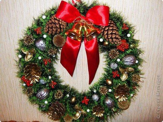 Новогодний венок на двери из мишуры своими руками