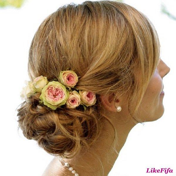 Розы в прическу невесты