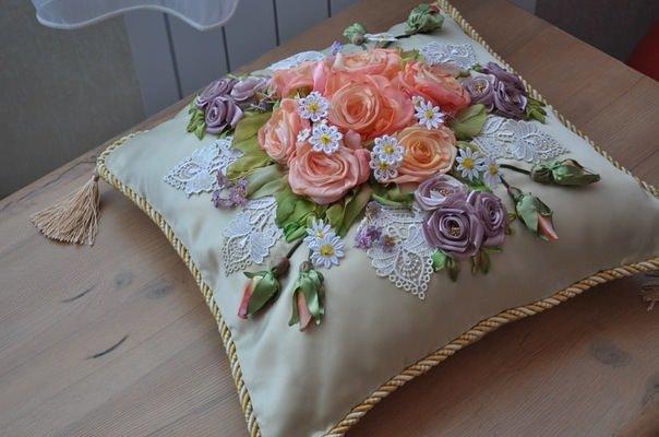 Вышивка атласными лентами декоративные подушки 59