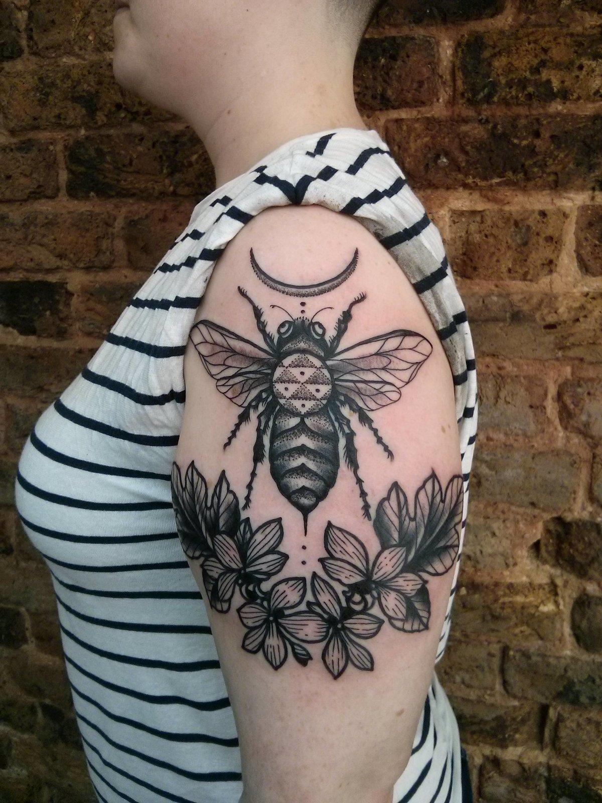 Значение тату пчелиные соты