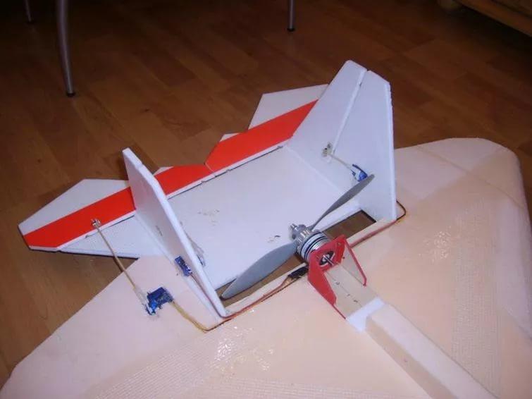 Сделать сам самолет с моторчиком 334