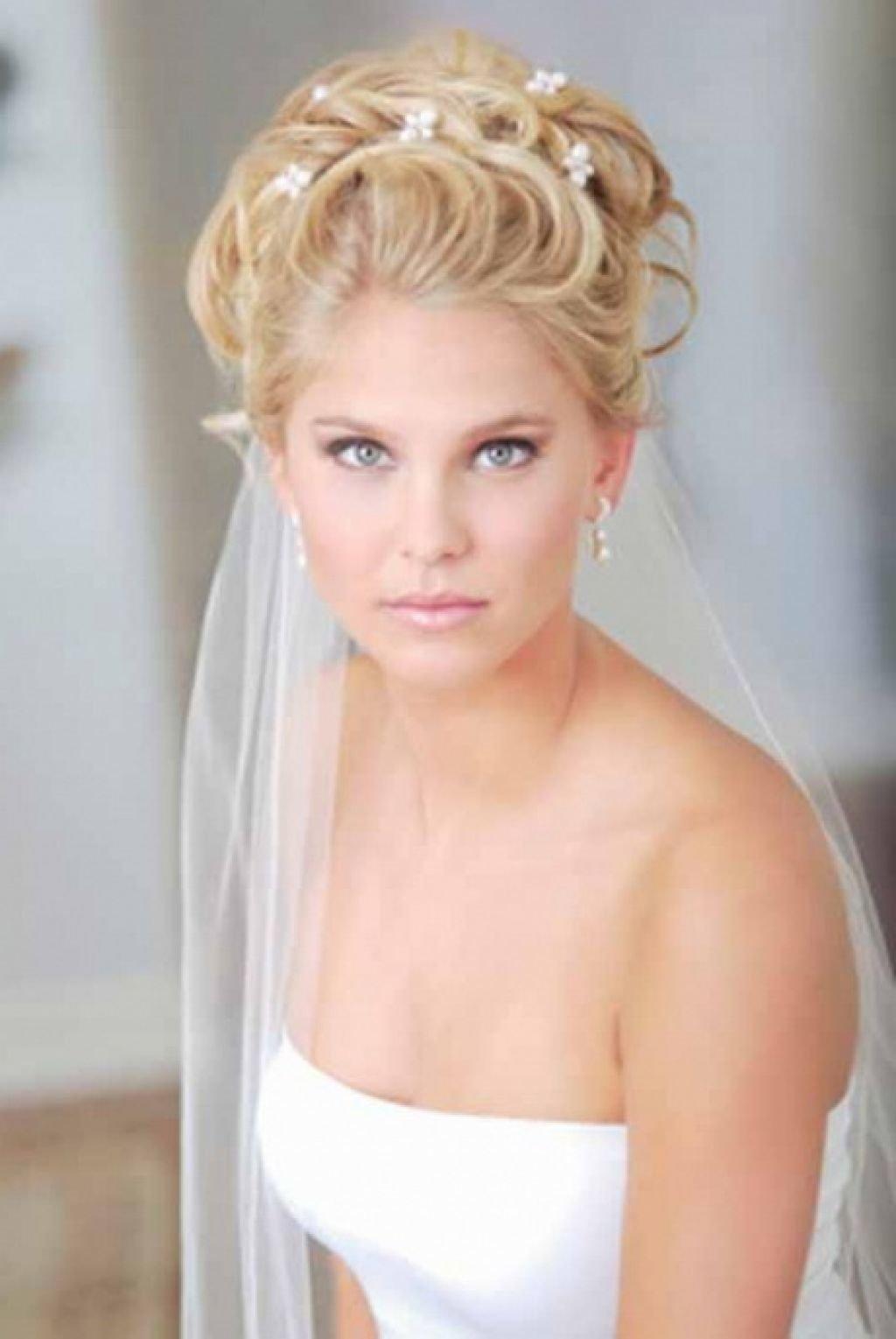 Свадебные прически с фатой фото а средний волосы