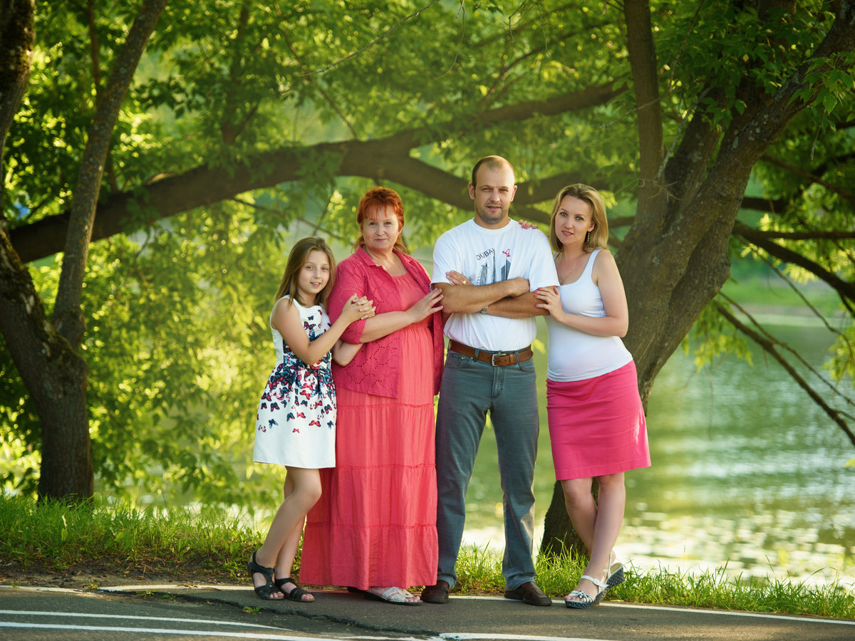 Идея семейного фото на природе