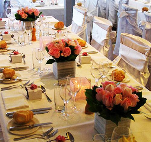 Украшения цветами свадебного стола
