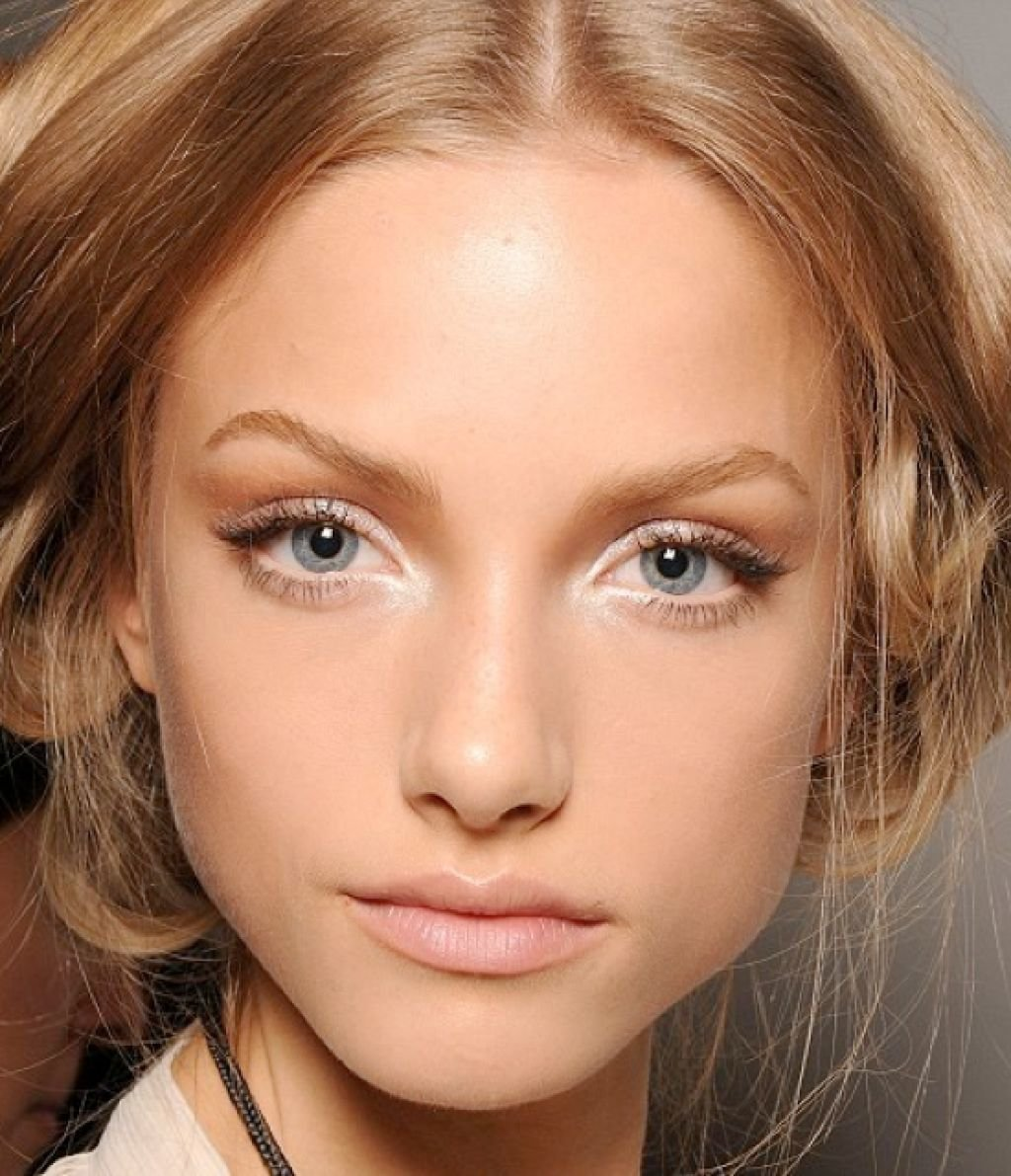 Дневной макияж светлых глаз