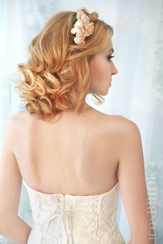 Прически на распущенные волосы на короткие волосы
