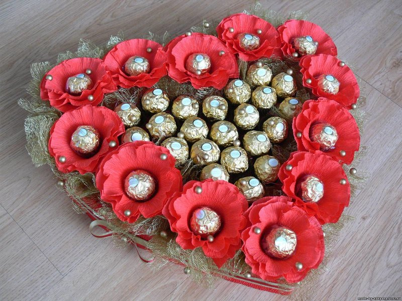 Букеты из конфет сердце фото своими руками