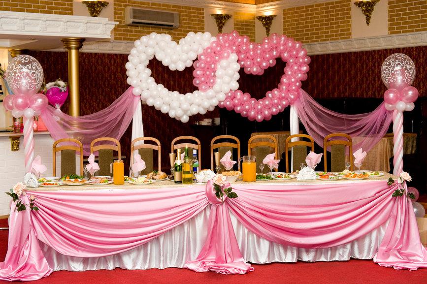 Как украсить зал на свадьбу своими руками лентами и шарами 31