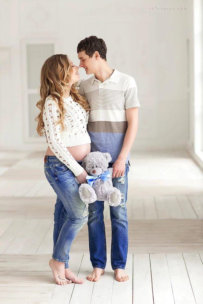 Фотосессия беременных с мужем идеи для фото в студии