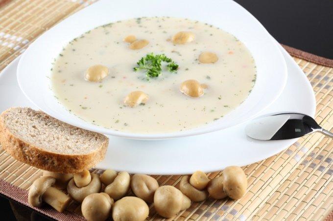 Грибной сливочный суп из шампиньонов и плавленного сыра