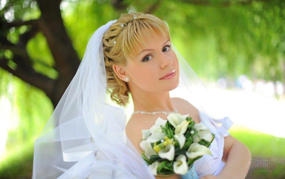 Свадебная прическа с фатой и челкой на короткие волосы