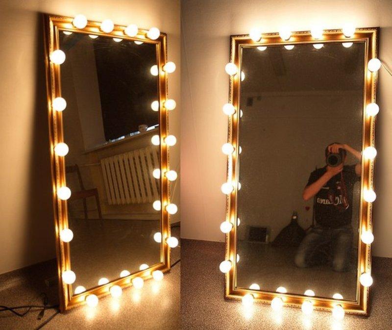 Театральное зеркало с лампочками