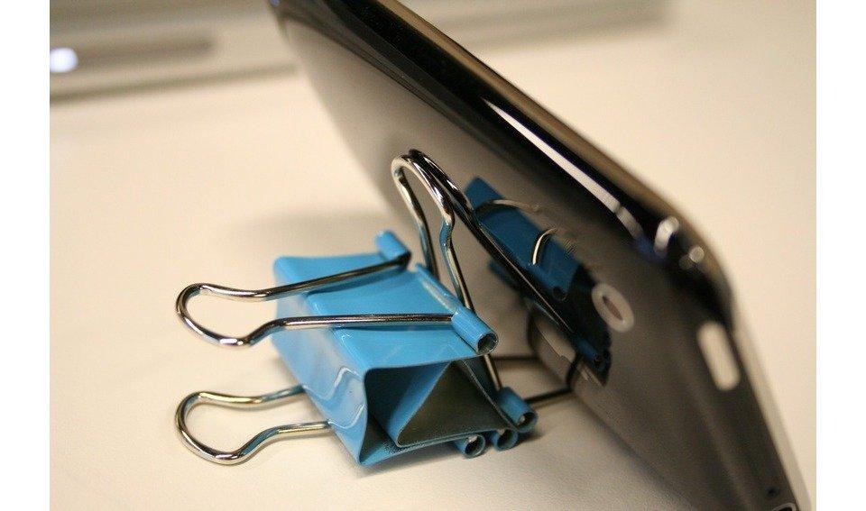 Подставка для телефона своими руками из зажима для 21