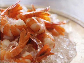 Салат из красной рыбы и креветок рецепт очень вкусный