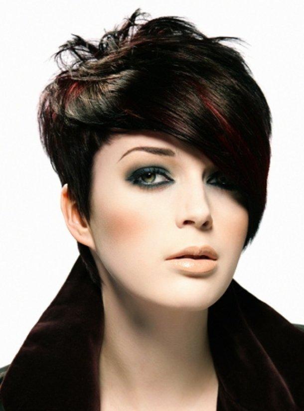 Стрижки с длинной челкой на короткие волосы женские