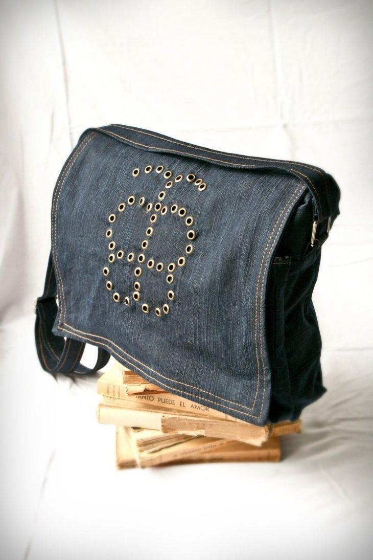 Как сшить маленькую джинсовую сумочку с длинной ручкой 26